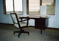 山崎先生がご執筆に使われていた机と椅子