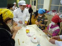 西野小学校で和菓子教室