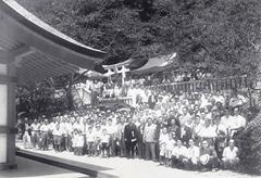 菓祖中島神社九州分社御鎮座大祭に集まった九州の菓子業界の方々(昭和29年7月)