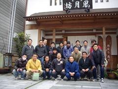 徳島の鳳月坊さんの前で記念撮影