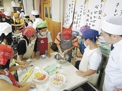 紫竹小学校でお菓子教室