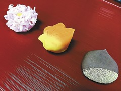 きんとん製の菊花、煉切製の紅葉、こなし製の栗