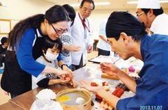 障害児入所施設でお菓子作り指導