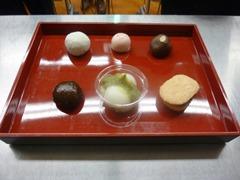 後列左から栗大福・紀州梅饅頭・焼ショコラ饅頭/前列左から艶饅頭・ずんだ餡のひんやり団子・和風ダックワーズ