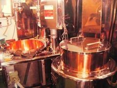 新たに導入した豆煮窯・餡煉機