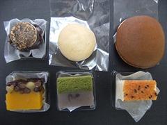 (上左から)五穀大福・もっちり焼饅頭・銅鑼焼(下左から)かぼちゃ蒸し羊羹・抹茶浮島・味噌松風