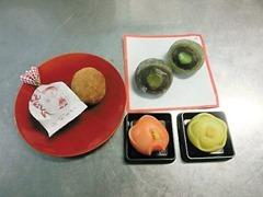 看板商品と大中寺芋の作品