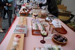 春限定和菓子の販売棚