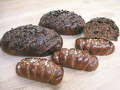 上:チョコとナッツのパン 下:チョコロール