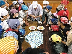 上賀茂小学校で菓子教室