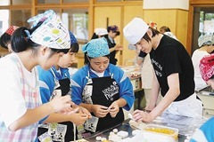 東北・岩手県での菓子づくり教室(浜中工場長)