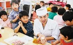 東北・岩手県での菓子づくり教室(行松専務)