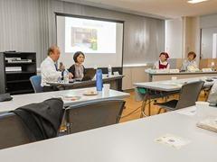 左から鈴木教授、吉村由依子さん、二宮純子さん、前知子さん