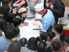 和菓子制作の実演