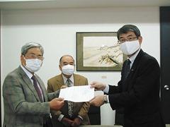 桑名龍吾県議会議員に直接提出